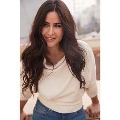 Bollywood Girls, Bollywood Stars, Bollywood Celebrities, Tamil Actress, Bollywood Actress, Katrina Kaif Images, Indian Actresses, Long Hair Styles, Beautiful
