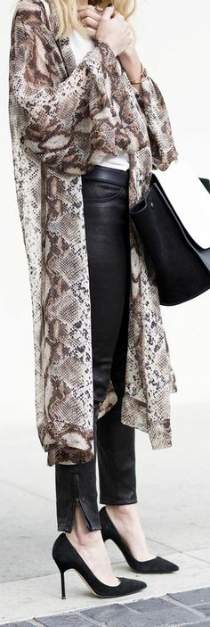 As a West Coast implant (from Pittsburgh PA), my favorite part of winter is dressing in light layers. Street Chic, Street Style, Scarf Vest, Python Print, Weekend Style, Office Outfits, Refashion, Latest Fashion Trends, Summer Outfits