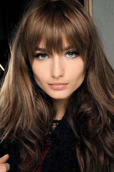 Cut with bangs choose the one that suits you best 60 + Photos A separation or a divorce, evolution in the professional career or new work, 40 years, retirement . The current opinion says that it is these moment. Face Shape Hairstyles, Hairstyles With Bangs, Cool Hairstyles, Haircut For Big Forehead, Long Hair With Bangs, Trending Hairstyles, Grunge Hair, Brunette Hair, Hair Piece