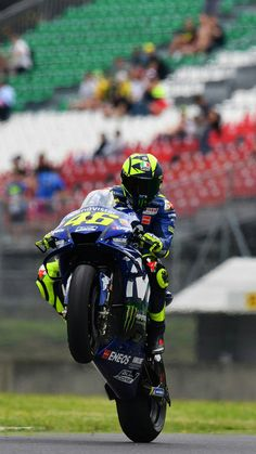 Action Day 1 Foto Valentino Rossi, Valentino Rossi Yamaha, Yamaha Motorcycles, Yamaha Yzf, Ducati, Velentino Rossi, Course Moto, Motorcycle Racers, Vr46