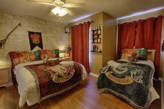 What a fabulous Harry Potter room with out being cheesy and overdone!! Windsor Hills house rental - Harry Potter dorm room