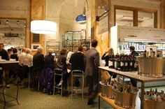 wijnbar in slow food formule Eataly, Turijn