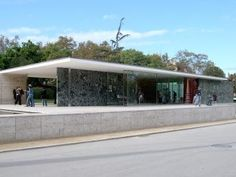 Pavello Mies van der Rohe (Exterior view)