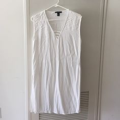 White Side Slit Tunic / Dress Perfect as a beach cover up or knotted in front for a look with shorts. I've also worn it as a dress. Newly washed, which is why it's wrinkled - apologies! Forever 21 Dresses