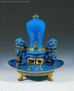 Marie Antoinette Perfume fountain,chinese porcelain, 1780.
