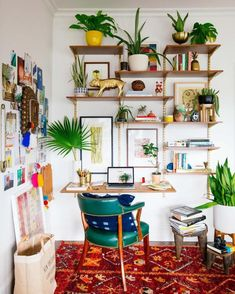 Boho Office Decor - The bohemian interior design concept is to describe the non-traditional lifestyles of people who lived wandering or homeless in the Interior Design Minimalist, Small House Interior Design, Small Space Design, Office Interior Design, Home Office Decor, House Design, Office Ideas, Small Spaces, Work Spaces