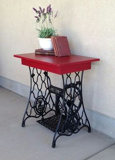 Good Photos naaitafel sewing table Strategies New Screen antique Sewing Table Tips Stitching should experience happy, fruitful and also totally Decor, Redo Furniture, Painted Furniture, Diy Table, Repurposed Furniture, Sewing Machine Cabinet, Sewing Table Repurpose, Old Sewing Machines, Sewing Machine Tables
