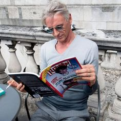 We caught Paul Weller reading copies of Flexipop, printed by us at DG3. We hope he approves of the print quality from our incredible new Indigo machine!