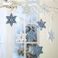 33 Ways to Use Snowflakes for Winter Home Decorating – DECOR FOR ALL Interior Styles, Home Decor Ideas, Decorating Themes