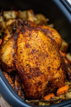 Vegetable Crockpot Recipes, Crockpot Whole Chicken Recipes, Whole Baked Chicken, Cooker Recipes, Crockpot Meals, Slow Cook Whole Chicken, Crockpot Chicken And Vegetables, Roasted Chicken, Roasted Butternut Squash Soup