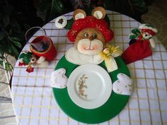 Christmas Tablescapes, Christmas Decorations, Table Decorations, Christmas Ornaments, Holiday Decor, Reno, Homemade Gifts, Decorative Plates, Crafty