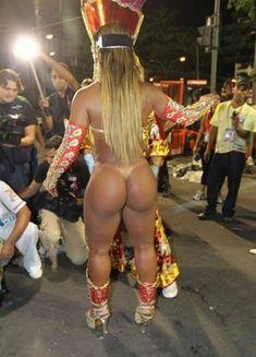 Необычные трусики бразильских танцовщиц (14 фото)