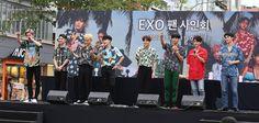 Exo the war fan sign Exo Kokobop, Exo 12, Ff Chanbaek, Kyungsoo, Chanyeol, Exo Showtime, Stan Love, Exo Official, Lucky To Have You