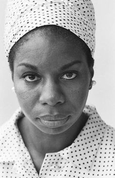 American blues and soul singer Nina Simone circa 1965 A photoshoot for 'London Life' Nina Simone, Billie Holiday, Music Icon, Soul Music, Soul Jazz, Carolina Do Norte, Vintage Black Glamour, Jazz Blues, Rhythm And Blues