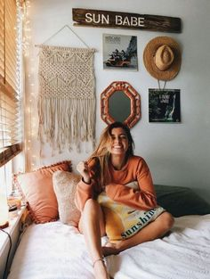 Loving these cute dorm rooms and dorm decor ideas! If you need ideas for cute dorm rooms, here are tons of cute dorm room decor ideas that will give you inspiration! These chic and cute dorm room ideas are affordable and perfect for a student budget. Dream Rooms, Dream Bedroom, Cute Dorm Rooms, Beach Dorm Rooms, Teenage Beach Bedroom, Bedroom Beach, Boho Room, Beachy Room, Bohemian Dorm Rooms