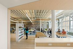 Interior design firm Design Blitz has recently designed a new headquarters for Zendesk in San Francisco, California. Zendesk wanted the space to feel Unique Architecture, Interior Architecture, Zen Desk, San Francisco Design, Workplace Design, Contract Furniture, Amazing Spaces, Design Firms, Office Interiors