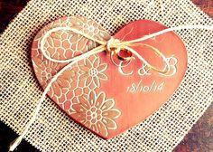 Porta alianças coração rendado em argila terracota. Cerâmica artesanal de alta temperatura.  Terracota custom ring holder. Handmade high temperature ceramic.  #casamento #portaaliancas #ceramica #wedding #ringholder #ringdish #ceramic