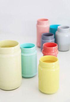 Painted jars: idea from Mon Carnet http://www.blog.evajuliet.com/2012/04/les-petits-pots.html