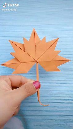 Cool Paper Crafts, Paper Crafts Origami, Cardboard Crafts, Instruções Origami, Origami Videos, Heart Origami, Origami Tattoo, Origami And Kirigami, Oragami