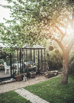 How to make the small greenhouse? There are some tempting seven basic steps to make the small greenhouse to beautify your garden. Miniature Greenhouse, Best Greenhouse, Greenhouse Ideas, Backyard Greenhouse, Balcony Garden, Garden Beds, Indoor Garden, Garden Art, Dream Garden
