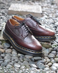 Dr martens 3989 brogues wingtip, bark grizzly, made in england Size : 7uk/41eur Condition : new without box (oldstock) Price : IDR 1.850.000 #drmartens #drmartensstyle #drmartensindonesia #vespa #jualdrmartens #modocs #punk #ska #skinhead #mods #boots #jualsepatu #docmartens #docmart #docmartid #vespapx #doc #docs #mod #mods #british #docsoftheday #boots #1460 #airwair #solovair #british #england #rock #culture #shoes #doc #docdetails