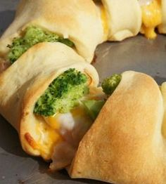 Chicken Broccoli Crescent Roll Want my Girls to make this for me....pretty please! Nancy♥