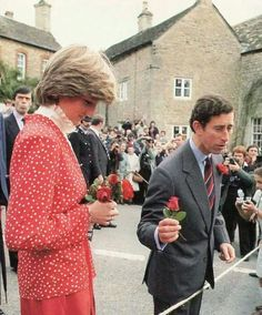 May Prince Charles and Lady Diana Spencer visiting Tetbury's District Hospital, Tetbury, Gloucestershire. Royal Princess, Prince And Princess, Princess Of Wales, Princess Diana Fashion, Princess Diana Pictures, Prince Charles And Diana, Princes Diana, Diane, Before Wedding