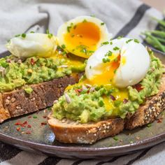 Tartines Avocat et uf Mollet - Free The Pickle Healthy Breakfast Recipes For Weight Loss, Healthy Recipes, Toast Egg, Simple Avocado Toast, Plats Healthy, Bento Recipes, Vegan, Eating Habits, Healthy Cooking