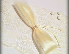 Linen gift Favor bag.Romantic wedding gift by RaniaCreations