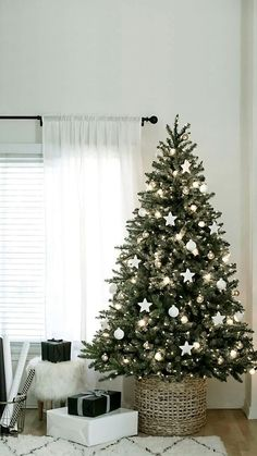 29 Wonderful Minimalist Christmas Tree Ideas For Living Room Decor. If you are looking for Minimalist Christmas Tree Ideas For Living Room Decor, You come to the right place.