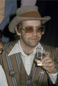 Tina Turner and Elton John at a press conference for 'Tommy' at Essex House in New York City on March Elton John Glasses, Elton John Costume, Astoria Hotel, Captain Fantastic, Piano Man, Band Photos, George Michael, What Is Tumblr, Its A Wonderful Life