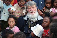 Radio Ognjišče Še novička: http://radio.ognjisce.si/sl/162/slovenija/16208/  Misijonar Pedro Opeka znova predlagan za Nobelovo nagrado *** Nadvse veseli smo, da je misijonar Pedro Opeka znova nominiran za Nobelovo nagrado za mir za leto 2015!    https://plus.google.com/u/0/photos