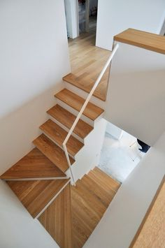 """A """"quiet, normal"""" house on a large plot with no access to the neighbors . A """"quiet, normal"""" house on a large plot without access to the neighbors - # em casa Home Stairs Design, Interior Stairs, House Design, Stair Design, Basement Stairs, House Stairs, Wood Stairs, Basement Ideas, Normal House"""