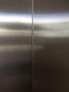 De opening van de liftdeuren