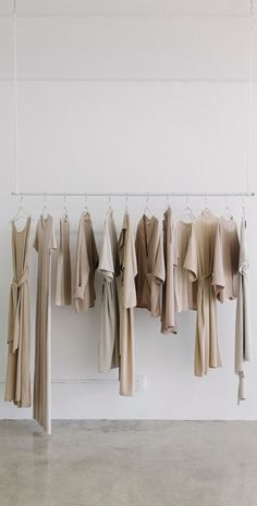 The Space and Mind of Shaina Mote: Since the inception of her clothing line, Shaina Mote has been bringing a timeless, inspirational quality into her work. The Rack: Color Coordination. Chic Minimalista, Design Minimalista, Minimalist Wardrobe, Minimalist Fashion, Mode Inspiration, Color Inspiration, Minimalism Living, Le Closet, Decoration Vitrine