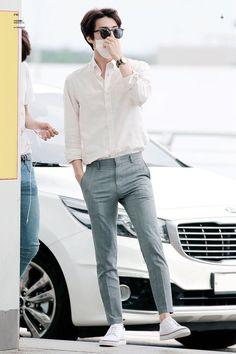 ภาพที่ถูกฝังไว้ Korean Fashion Men, Kpop Fashion, Korean Men, Mens Fashion, Fashion Outfits, Korean Casual, Stylish Mens Outfits, Moda Vintage, Korean Outfits