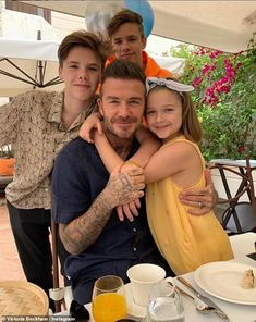 David Beckham, Prince Harry, and More Post Heartwarming Tributes in Honor of Father's Day Style David Beckham, Moda David Beckham, David Y Victoria Beckham, David Beckham Family, David Beckham Daughter, Kendall Jenner, Chanel Iman, Cute Family, Baby Family