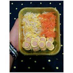 Sosis gulung telur + nasi orakarik + wortel..