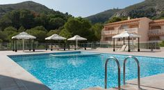 Cullera Holiday Cullera The Cullera Holiday hotel is just 100 metres from the beach and 35 minutes' drive from the city of Valencia. It has a swimming pool and a free Wi-Fi zone.  The rooms are decorated in a modern style with wooden floors and flat-screen TVs.