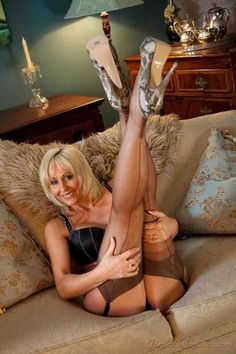 Older woman anal pics