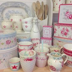 """""""Good Afternoon lovelies. And so it begins ( a few days late) packing up of kitchen pretties ready for decorating over the weekend. Happy Friday and have…"""""""