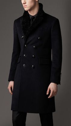 Fancy - Burberry Shearling Collar Chesterfield Coat in Black for Men (navy) Outfits Casual, Mode Outfits, Fashion Moda, Mens Fashion, Chesterfield Coat, Burberry Coat, Burberry Men, Gucci Men, Black Raincoat