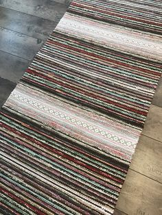 Räsymatot - Mattopuoti Weaving Patterns, Woven Rug, Rug Making, Floor Mats, Scandinavian Style, Color Inspiration, Pattern Design, Bohemian Rug, Recycling