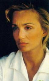Actress Kristin Scott Thomas, with suprasternal notch displayed to advantage. In her rôle as Katharine Clifton in The English Patient, she notch-whipped Count Laszlo de Almásy (Ralph Fiennes) and caused his downfall. Was this the suprasternal notch that launched a thousand ships, and burnt the lofty towers of Illium?