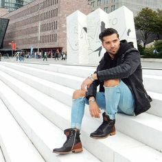 Men boots never looked better! Bull Boxer, Trends Magazine, Urban Chic, City Style, Cold Day, Fall Winter, Autumn, Mom Jeans, Bomber Jacket
