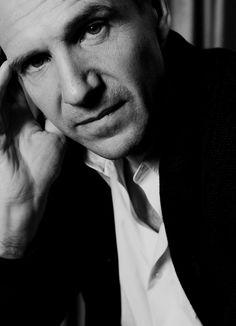 I'm afraid that's me, darling. - Ralph Fiennes by Dan Himbrechts Le Patient Anglais, Royal National Theatre, The English Patient, Ralph Fiennes, Liam Neeson, Por Tv, British Actors, Best Actor, Cool Eyes