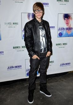 Justin Bieber in-store appearance at Barnes & Noble. The Grove, Los Angeles, CA.October 31, 2010.