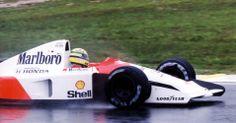 Na segunda prova do ano, a chuva apareceu como convidada no GP do Brasil de 1991. Ayrton Senna deixou para trás as Williams para vencer pela primeira vez no país, de maneira dramática: ele teve problemas com o câmbio e completou as últimas voltas apenas com a sexta marcha