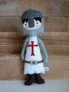 muñeco de trapo: caballero templario  tela algodón y/o lino,fieltro 50% de lana,guata cosido,pintado a mano