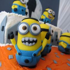 Tutorial: How to make mini Minions. These are in fondant, but I'd prefer clay.